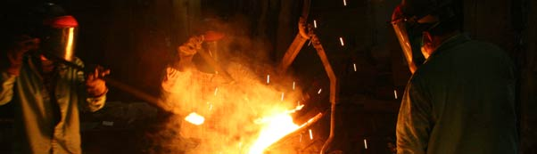 Foundry metal pouring picture
